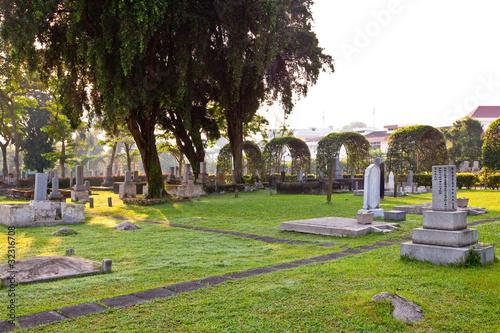 Fotobehang Singapore cemetery scene
