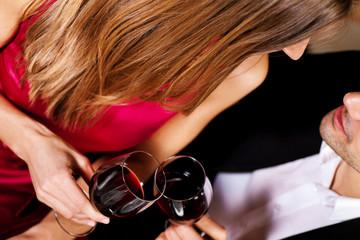Paar mit Wein - Rotwein