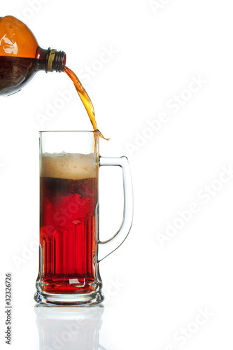 Flow of beer missing mug