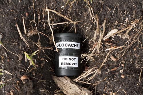 Geocache im Versteck (Erdloch)