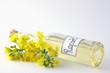 Rapsöl mit Blüten