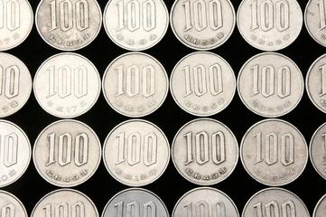 日本通貨100円玉一面