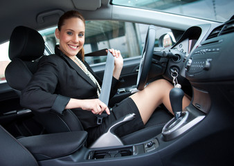 woman puting safety belt