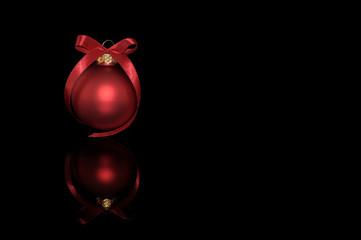 Rote Kugel auf Schwarz
