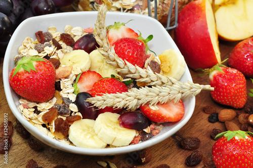 Müsli mit  Obst