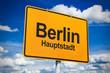 Ortsschild mit Berlin