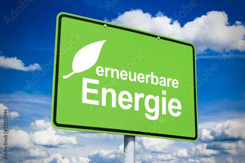 Ortsschild mit erneuerbare Energie