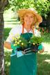 Gärtnerin mit Werkzeug