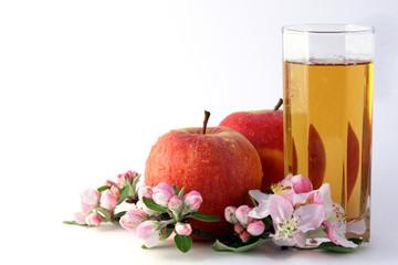 Äpfel mit Saft