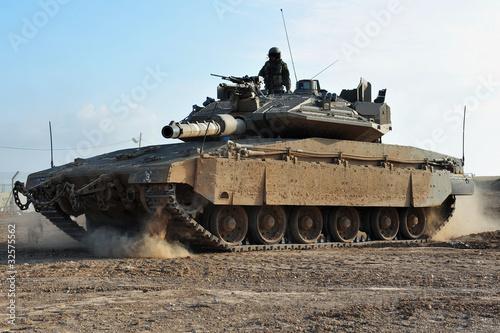 zolnierz-armii-i-czolg