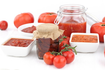 Tomato sauce and fresh tomatoes