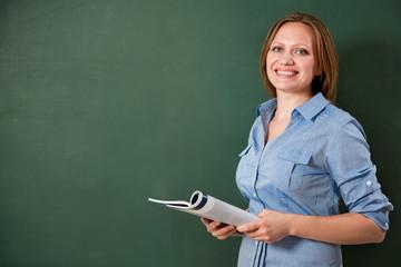 Student oder Lehrer an der Schultafel