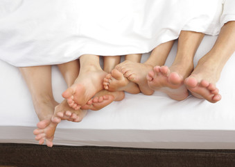 many feet in bed