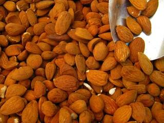 Almendras, almonds.