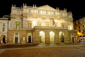 Teatro alla Scala a Milano di notte