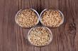 Mehrkorn, Dinkel Korn und Weizen Korn in Schälchen