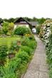 Gartenweg und Garten