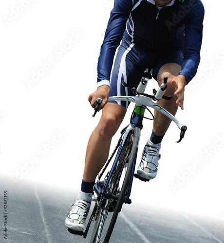 Ciclista isolato su sfondo bianco - 32623143