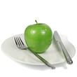 Apfel auf Teller mit Besteck