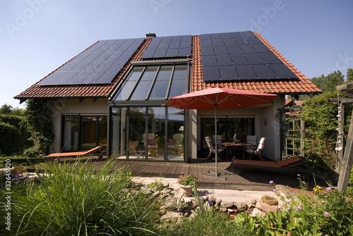 Wohnhaus mit Solarzellen