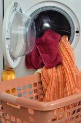 Waschtag Schmutzwäsche für die Waschmaschine