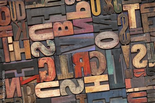 【掛け時計】アルファベットの古い活版 タイポグラフィ