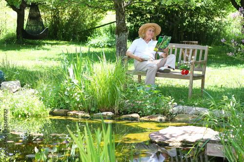 Entspannen im Garten - 32669782