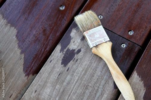 entretien de terrasse en bois exotique photo libre de droits sur la banque d 39 images fotolia. Black Bedroom Furniture Sets. Home Design Ideas