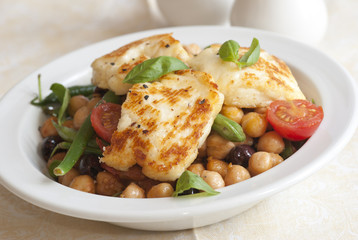 Halloumi salad in a bowl