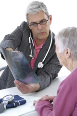 Medecin en consultation