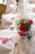 Wunderschön gedeckter und dekorierter Tisch