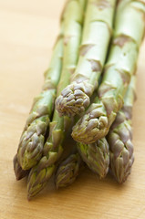 asparagus on chop board