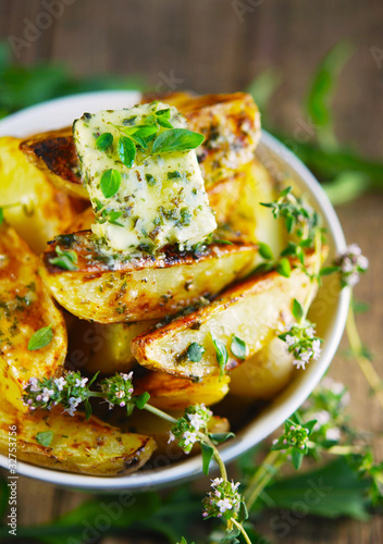 bratkartoffeln - kräuter - kräuterbutter