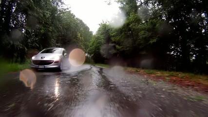 camera-car in una giornata di pioggia
