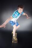Junger Mann auf Skateboard