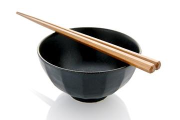白背景に茶碗と箸のアップ