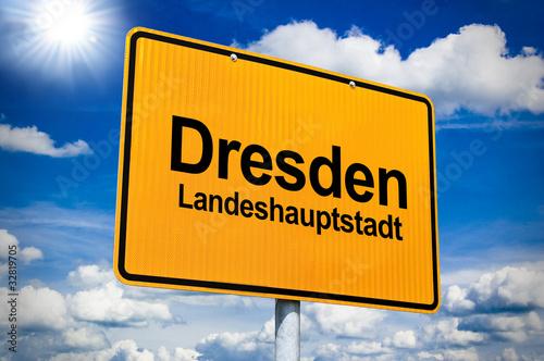 Ortsschild mit Dresden