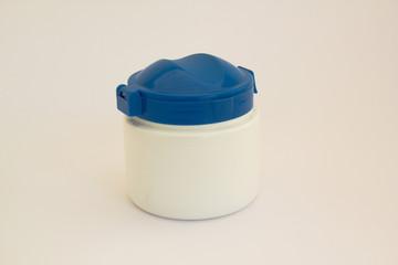 Bote de plastico blanco