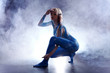 Body Painting, Blau, in Licht und Nebel, quer