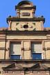 altes backsteinhaus von 1899, gelb