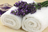 Fototapety lavendel auf badetücher