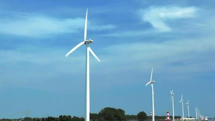 Windkraft und Hafen 06