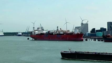Windkraft und Hafen 05
