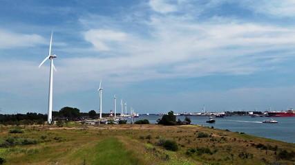 Windpark und Hafen 01
