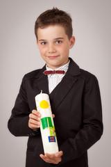 Kommunion - Porträt Junge mit Kerze - Erstkommunion