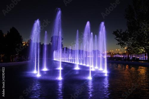Leinwanddruck Bild fontanna miejska