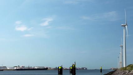 Windkraft und Hafen 04
