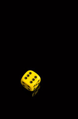 single yellow dice