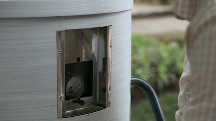 Macchinario pressa lattine per il riciclaggio dell'alluminio