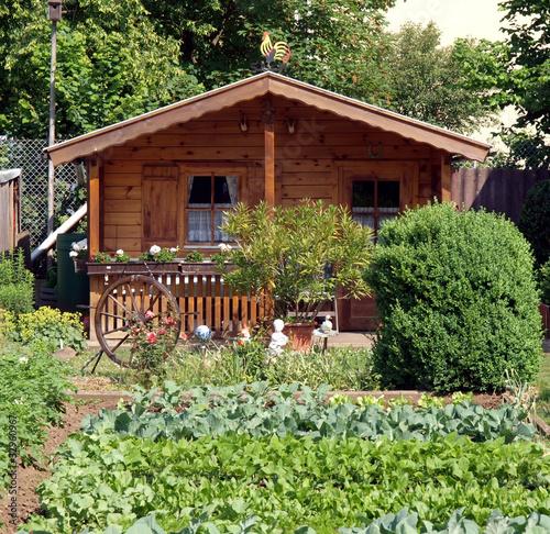 Gartenhaus mit Gemüsegarten